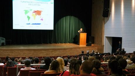 FAE recebeu o coordenador-geral da Copa do Mundo no Paraná, Mário Celso Cunha, para palestra e debate com os universitários.