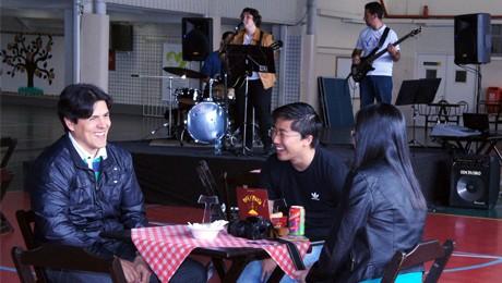 Evento contou com a presença de atrações artísticas, musicais, cabine de fotos e diversas opções gastronômicas.