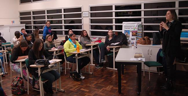 Alunos de Pedagogia abordam a prática escolar no âmbito público e privado