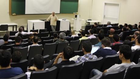 Aula inaugural do curso de Filosofia foi uma reflexão sobre a atual crise naquela região
