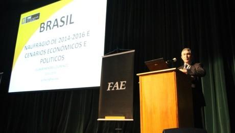 Segundo o economista Gilmar Mendes Lourenço, governo federal precisa superar dificuldades internas e externas para a retomada do crescimento econômico