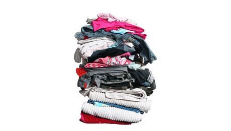 Com a queda na temperatura, muitos já sofrem com o frio. Doe roupas, agasalhos ou cobertores e ajude a quem precisa.