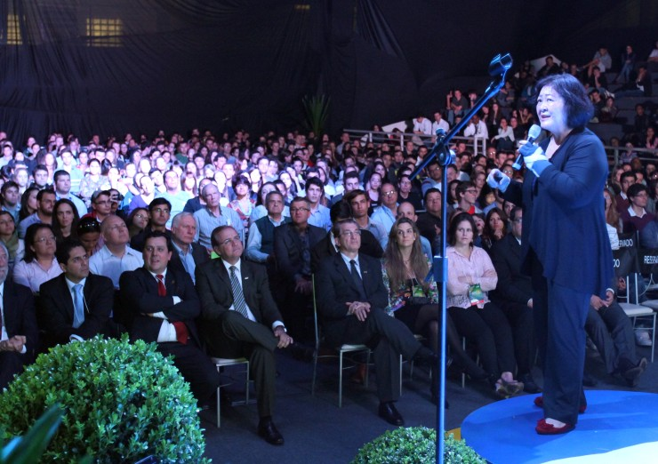 """Feira de Gestão 2012 - Identidade Brasil   - Palestra """"Identidade Econômica e Industrial"""" com Ângle Hirata da Alpargatas S/A"""