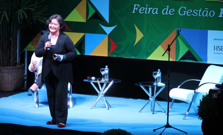 """Feira de Gestão 2012 - Identidade Brasil   - Palestra """"Identidade Econômica e Industrial"""" com Ângela Hirata da Alpargatas S/A"""