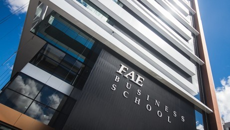 Instituição lança novos cursos em 2016. Ex-alunos têm desconto na mensalidade
