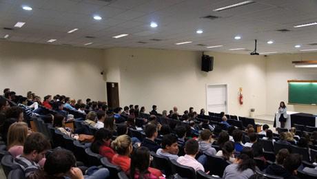 Ciclo de palestras de Administração aproxima alunos ao mercado de trabalho.