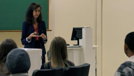 Vice-consulesa americana deu dicas sobre vistos acadêmicos para alunos e comunidade.