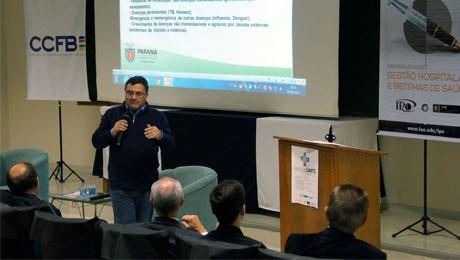 Evento realizado na FAE Centro Universitário, em parceria com a Câmara de Comércio França-Brasil, teve foco na gestão da saúde pública.