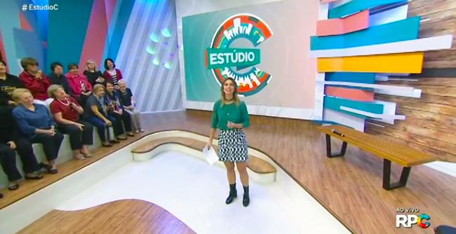 """Alunas da Faculdade Aberta à Terceira Idade formaram plateia do """"Estúdio C"""", da RPC TV"""