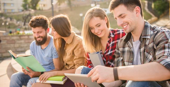 A faculdade é, por natureza e definição, pluralidade de saberes. Como isso se encaixa na sociedade do conhecimento?