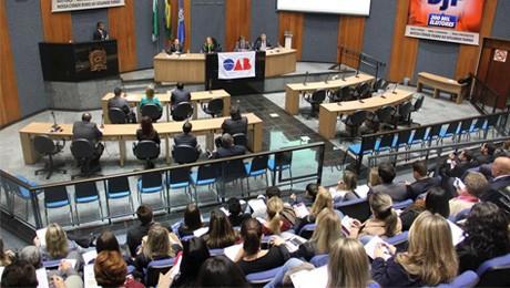 Alunos de Direito da FAE SJP debatem o novo Código do Processo Civil.