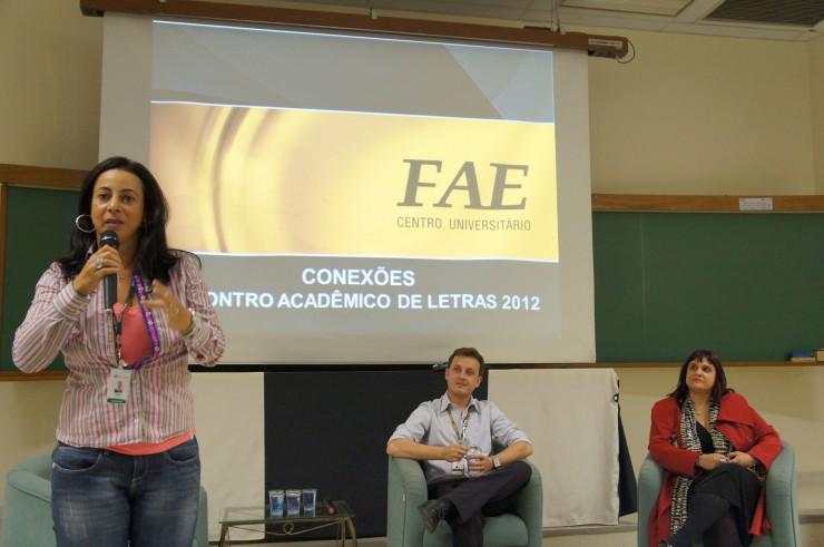 """Professora Cleide de Lourdes Barbosa na palestra """"A diversidade dos olhares: Síndrome de Aspeger""""."""