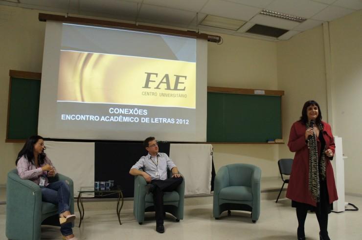 """Professora Adriana da Silva Turbay na palestra """"A diversidade dos olhares: Síndrome de Aspeger""""."""