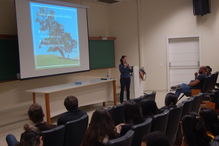 Palestra de Débora Rocha sobre Comunicação Empática.