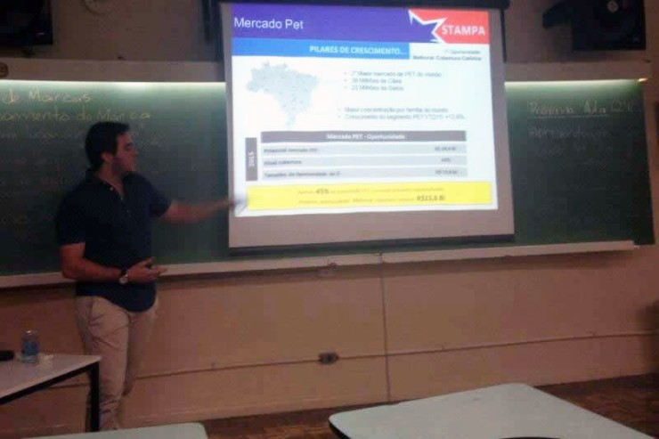 Palestra com Gustavo Henrique Correia sobre trade marketing.