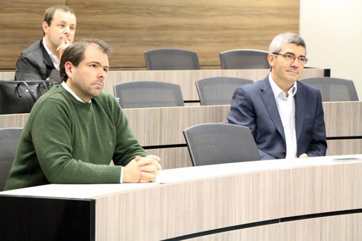 O diretor de Infraestrutura do departamento de TI da Vivo Paraná, Alexei Korb, ao lado do diretor de Operações, Daniel Varesio.