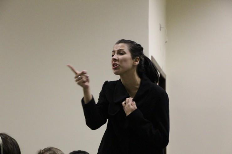 Alunos de Psicologia recitaram poemas e fizeram uma apresentação cênica.