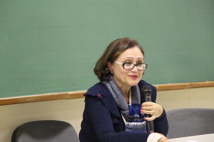 A palestrante Nancy Greca de Oliveira Carneiro, mestra em Antropologia Social.
