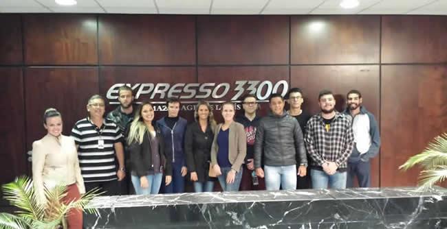 Turmas 301 e 401 do curso de Administração foram recepcionadas pela empresa
