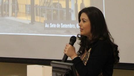 Elaine de Paula, gerente de Marketing do grupo automotivo, falou sobre estratégias da marca aos alunos da FAE