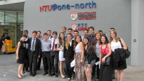 Viagens internacionais e participação na Maratona de Curitiba agitam o fim de ano dos alunos de Administração Integral.
