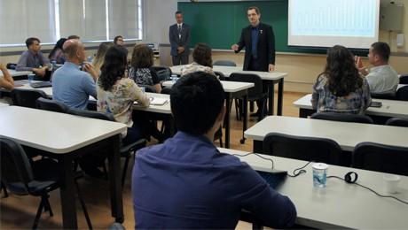 FAE recebe empresários para falar sobre a importância da internacionalização das PMEs.