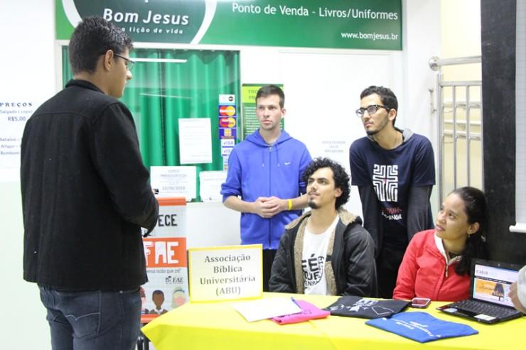 Estande da Associação Bíblica Universitária (ABU).