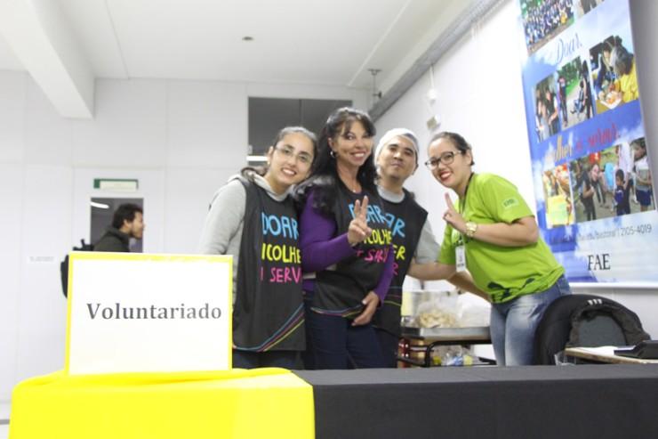 Equipe de voluntários da Faculdade FAE São José dos Pinhais.