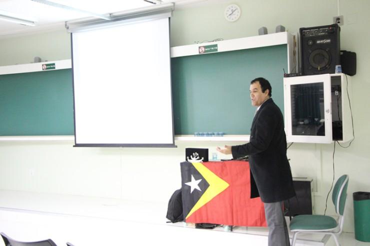 O palestrante Valmir Cesar Nogueira falou sobre: Timor Leste, o país que sobreviveu a um massacre.