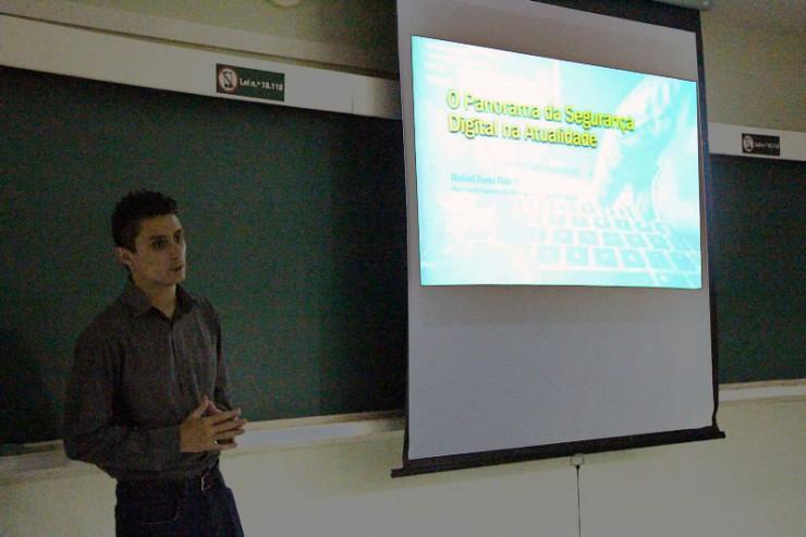 O palestrante Rafael Kuntz Rabelo falou sobre o panorama da segurança digital nos dias atuais.