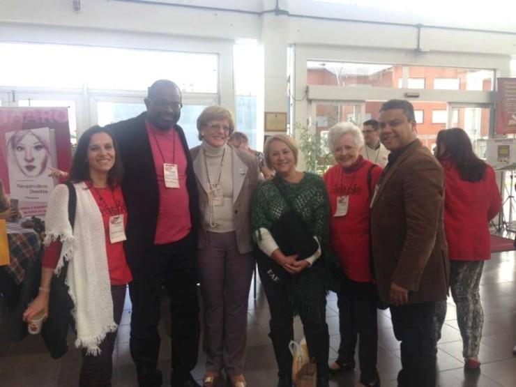 na foto:Renata (grupo adoção consciente de Curitiba) Paulo (ex-presidente ANGAAD e São Paulo), Suzana (Presidente ANGAAD e Recife), Fabi (Romã), Halia (Adoção Consciente Curitiba); e Marinho (Romã).