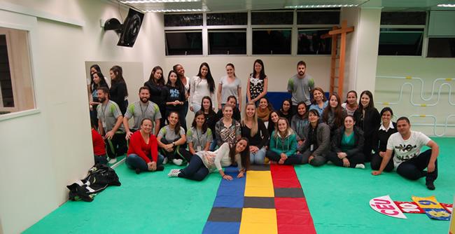 Estudantes de Pedagogia realizam oficina sobre psicomotricidade