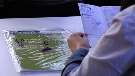 Programa de Apoio à Iniciação Científica da FAE realizou ação promocional durante os eventos de pesquisa da Instituição