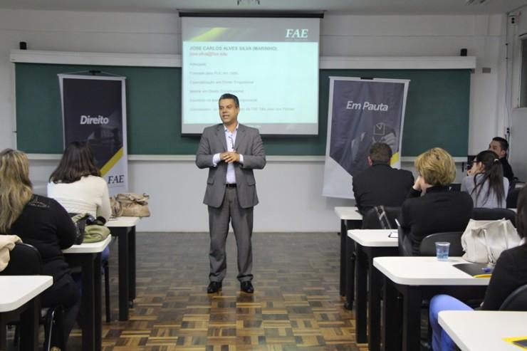 O coordenador do curso de Direito da FAE José dos Pinhais, José Carlos Alves da Silva, o professor Marinho, foi um dos palestrantes.