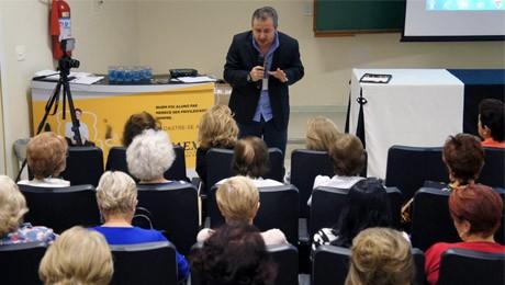 Aula inaugural do FAE Sênior discute maturidade psicológica e espiritual.