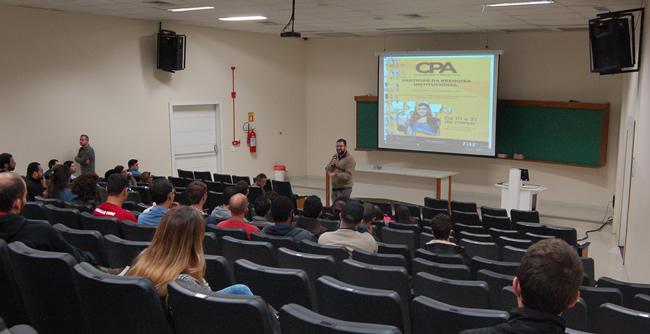 """Estudantes realizam cinedebate sobre o filme """"Alexandria"""""""
