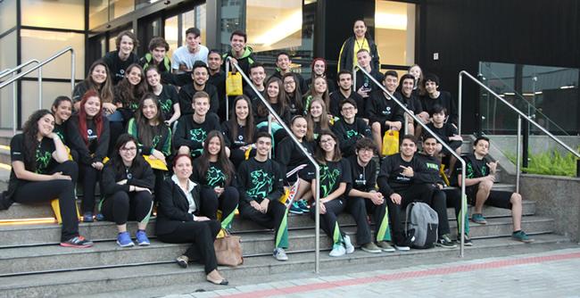 Quarenta estudantes do Ensino Médio tiveram a oportunidade de conhecer os cursos de graduação oferecidos em Curitiba