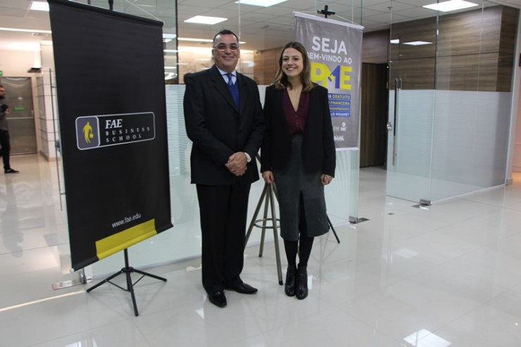 Jorge Apóstolos Siarcos, diretor-geral do Grupo Educacional Bom Jesus e reitor da FAE. e Maria Teresa Fornea, diretora da Barigui Companhia Hipotecária.