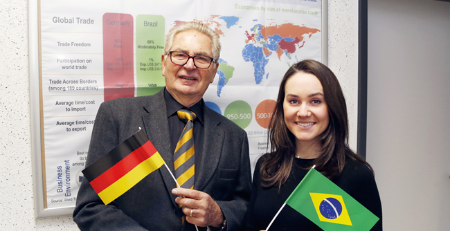 Giovanna Zeny, egressa do curso de Administração, está na Alemanha para estudar o sucesso das exportações do país europeu