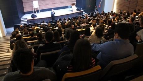 Ministrada por especialista de renome internacional, evento lotou o anfiteatro da Instituição