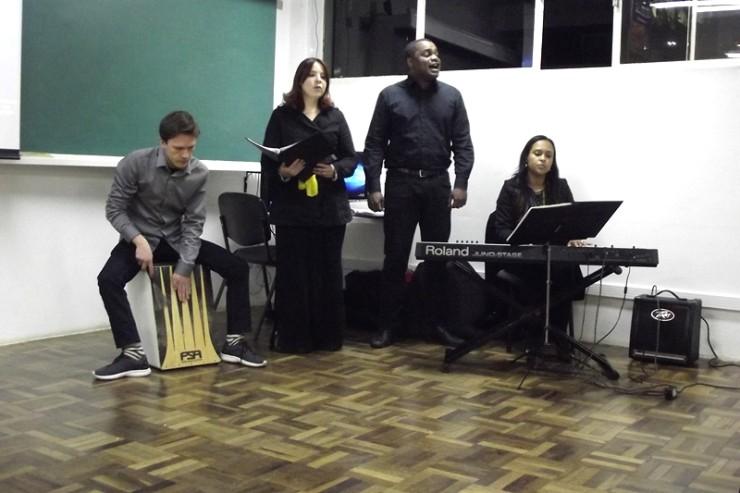 Coral FAE recebe os alunos na Faculdade FAE São José dos Pinhais