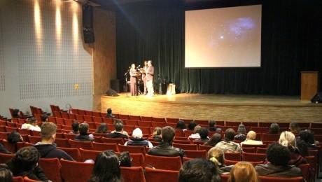 Calouros do 2.º semestre foram recebidos com música pelo Coral FAE