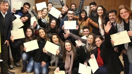 Estudantes de Administração são certificados por se destacarem em sala de aula