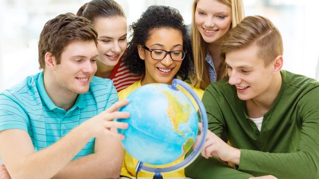O Núcleo de Relações Internacionais (NRI) estará na FAE Araucária para apresentar oportunidades de intercâmbio.