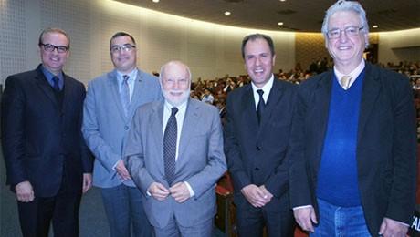 Sociólogo italiano esteve no Teatro Bom Jesus para o lançamento da 13.ª Feira de Gestão.