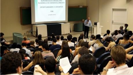 Participação dos alunos e presença de especialistas de várias regiões do país enriqueceram os debates