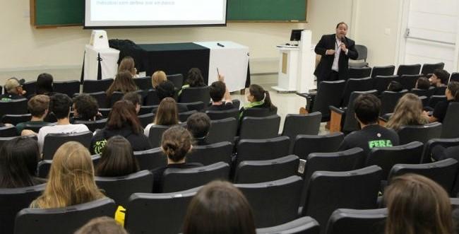 FAE recebe alunos do Bom Jesus em evento sobre ensino superior