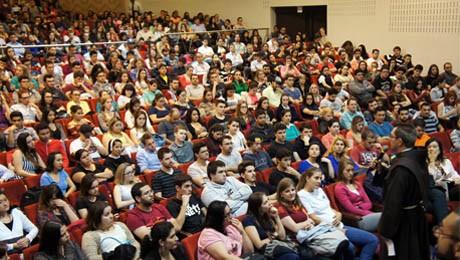 Visita da imagem peregrina de N. Sra. e evento emocionaram comunidade acadêmica.