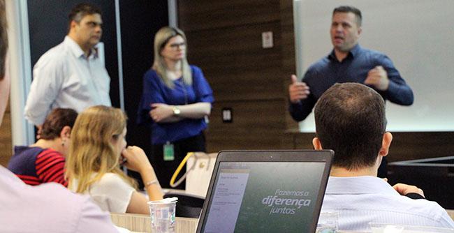 Gerentes gerais da cooperativa de crédito aperfeiçoam habilidades de gestão em programa de educação empresarial da FAE Business School