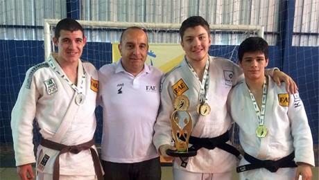 Depois de conquistar títulos importantes, judocas da FAE garantem o primeiro lugar no masculino dos JUPs.